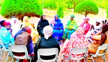 Cercles de Paix avec des femmes maliennes dans le camp des refugiés au Burkina Faso. Photo Wildaf-Mali.