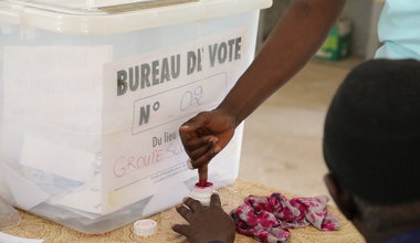 Presidential election in Senegal, a voter at the poll center of HLM 5 neighborhood in Dakar. 24 February 2019. Photo: UNOWAS SCPIO
