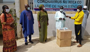 UNOWAS alongside the inhabitants of the town of N'gor to defeat COVID19, offers more than 3,000 masks. Photo: UNOWAS