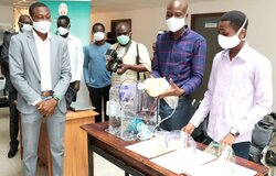 Presentation of the Togolese respirator prototype at the University of Lomé. Photo: University of Lomé