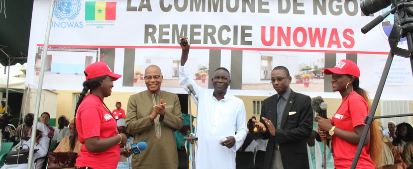 UNOWAS offers six containers to the commune of Ngor to help improve the environment (FR)